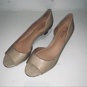 Naturalizer tan/nude heels size 8.5 like new